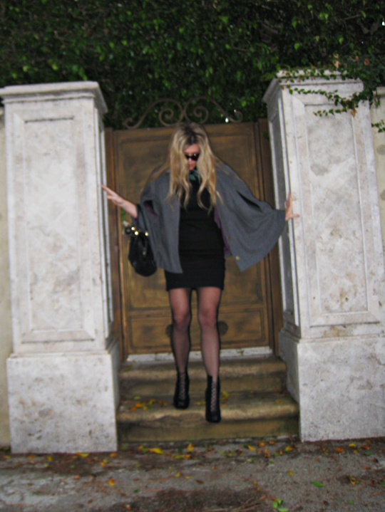 cape and little black dress+vintage gucci bag+leaving+back door