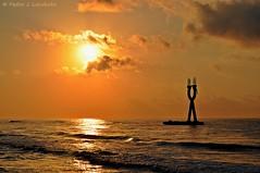 Amanecer dorado (Perikolo) Tags: sol amanecer tarragona dorado torredembarra mygearandmepremium mygearandmebronze mygearandmesilver mygearandmegold mygearandmeplatinum mygearandmediamond