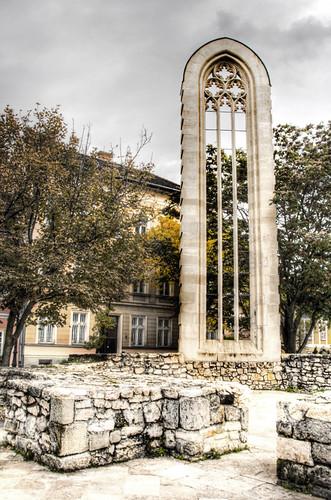 Window alone. Budapest. Vidriera sola