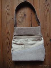 sac gris feuilles d