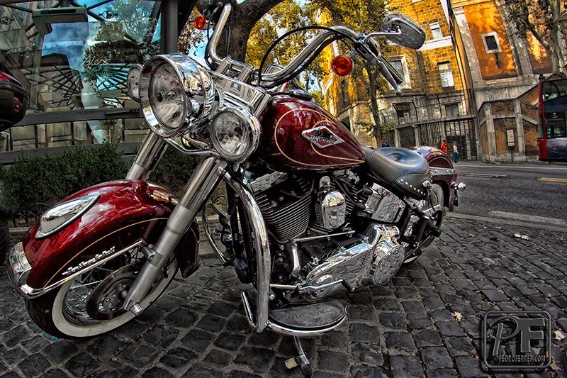 Harley Davidson Softail rojo cereza