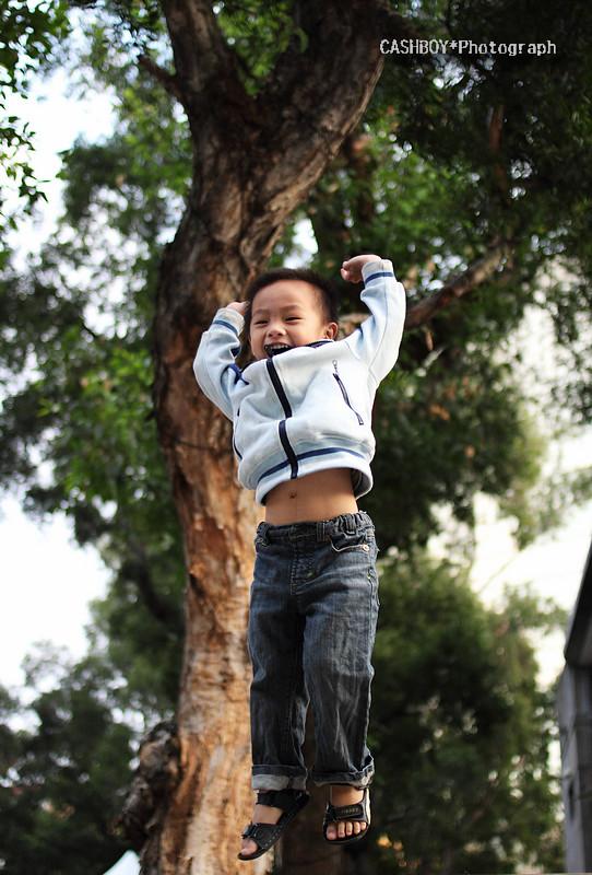 跳 躍 吧! 男 孩!