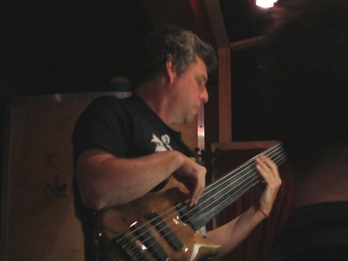 K. rocks a six-string fretless Roscoe bass.