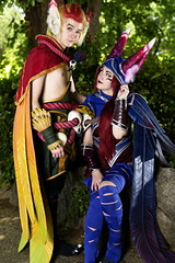 Feathers (skippyclese) Tags: animazement2017 animazement 2017 con convention anime cosplay cosplayers nc north carolina raleigh feathers lol league legends xayah rakan birds ears cloak wrap feet shoes claws talons