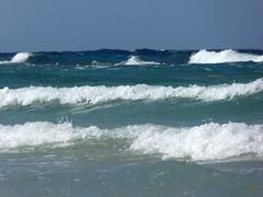 Onda su onda... (carlo612001) Tags: onda onde wave waves sea mare blu azzurro bianco