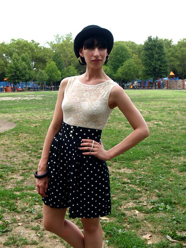 Black & White Polka Dot High Waist Shorts 3 por whitedovenyc.