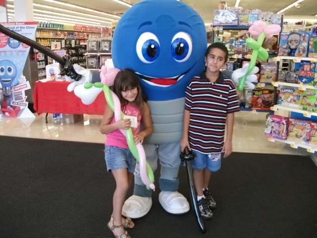 Mr Bluelight Poses With Kids At Mygofer Event Tags Phoenix