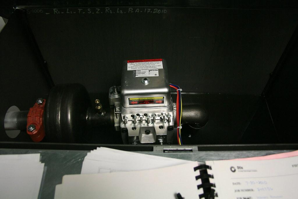 Roped hydraulic elevator motor