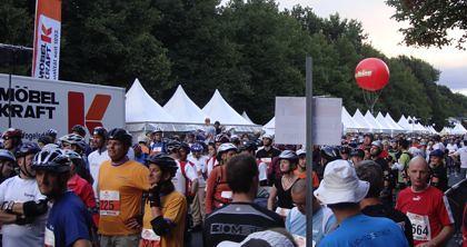 Massen an Läufern beim 9. Berliner Firmenlauf