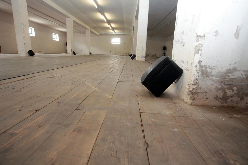 Bewegungen nach entfernten Orten / Christina Kubisch