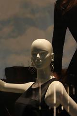 (Art Urbain) Tags: reflection mannequin eos rebel reflet vitrine 500d arturbain reflectionsdistortions eos500d canoneos500d rebelt1i eosrebelt1i canoneoskissx3