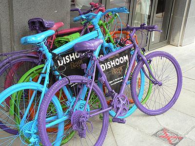 vélos multicolores.jpg