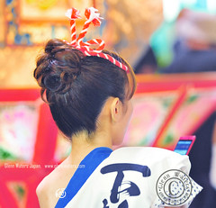 Neputa festival scene.    Glenn E Waters. Hirosaki Japan (Glenn Waters in Japan.) Tags: woman beautiful mobile japan night japanese nikon bokeh cellphone aomori handheld  keitai hirosaki matsuri japon neputa        d700 nikond700  glennwaters  photosjapan afsnikkor70200mmf28gedvrii