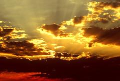 atardecer (EXPLORE) (Edison Zanatto) Tags: sunset brazil naturaleza sun sol southamerica nature brasil backlight sunrise contraluz landscape atardecer soleil natureza go natur paisaje paisagem pôrdosol 夕陽 cerrado crépuscule landschaft sonne paesaggi ocaso sonneuntergang alvorada contrejour controluce anochecer anoitecer coucherdesoleil goiás crepúsculo nascente contrallum puestadelsol americadosul poente puestas fimdetarde altoparaíso luscofusco südamerika centrooeste nikond200 dilúculo postadelsol firsttheearth regiãocentrooeste crepúsculovespertino postadosol continentesulamericano ☆thepowerofnow☆ edisonzanatto