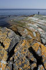 001236 (Werner Nystrand) Tags: blue fish man beach strand 1 bay skne loneliness adult sweden horizon vik solo harmony leisure sverige distance stillness adultsonly bl harmoni fritid fiska distans horisont colorimage ensam mnniska aperson stillhet vuxen 3040years ensamhet enperson prstensbadkar onlyaman liggande frgbild endastenman 3040r pastorsbathtub endastvuxna