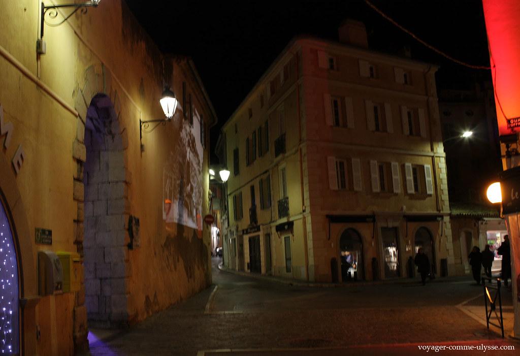 On projette sur les murs l'histoire de la ville