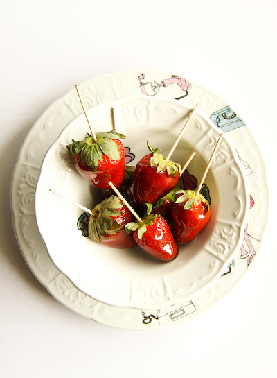 balsamic_toffee_strawberries-5