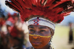 IMG_8305 (ingetje tadros) Tags: travel portrait people possum beauty face hat animal spectacular beads outfit intense eyes different performance feathers culture style bodypaint dressedup jewellery adventure entertainment weapon beat bones strong remote drumming colourful tradition facepaint papuanewguinea bodyart extravaganza exciting indigenous spear goroka travelphotography expresion faceart gorokashow tribalfamily ingetjetadros