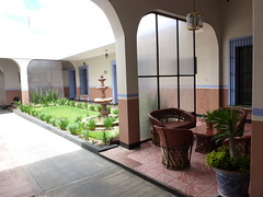 Tradicional patio con fuente.