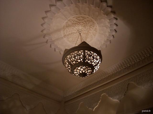 Splendide plafonnier, richement décoré