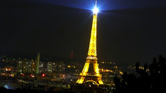 Pars (Kco Bort) Tags: city light paris luz night lumix noche lumire cit eiffeltower ciudad montmartre toureiffel torreeiffel nuit pars bort kco dmcfz50 nembis
