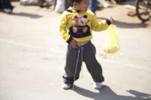 ... peru pee kids lunahuana boy pinchi lima roadtrip blur child peeing kid