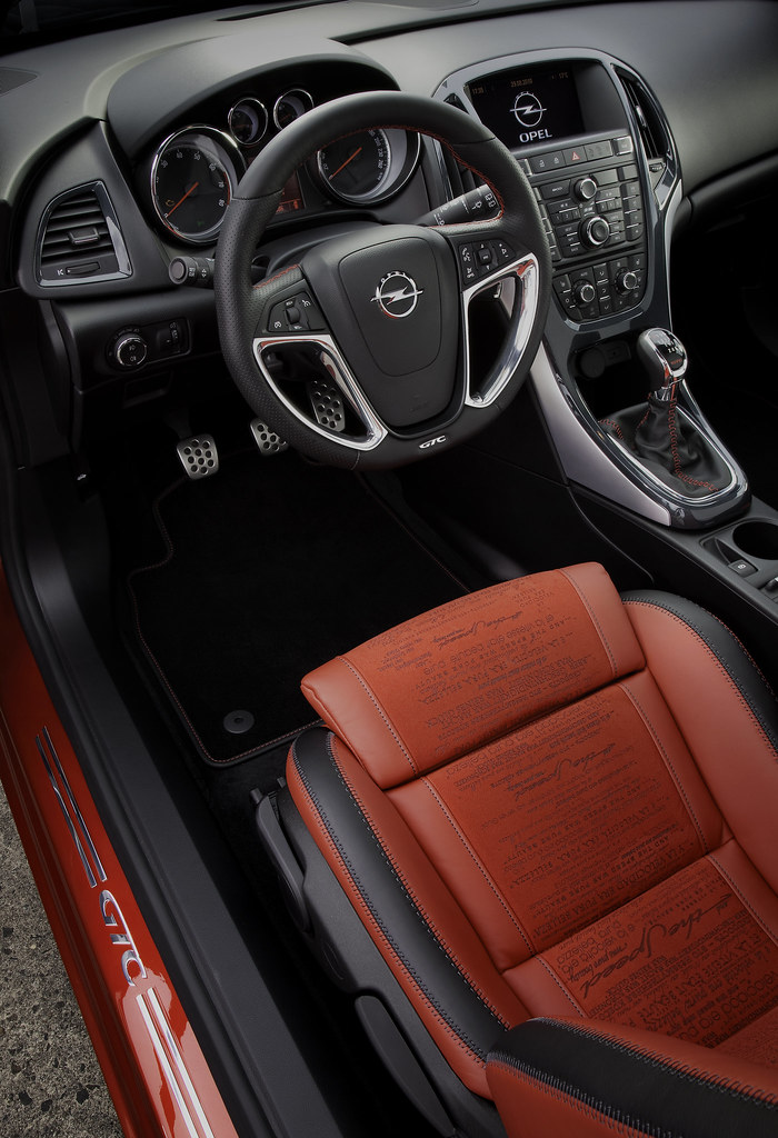 5018160970 a2f47356f5 b Opel GTC Code Red