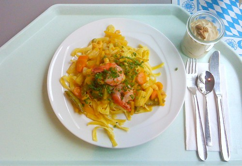 Curry noodles with shrimps & scampi
