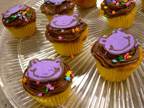 Happy Frogs on Cupcakes