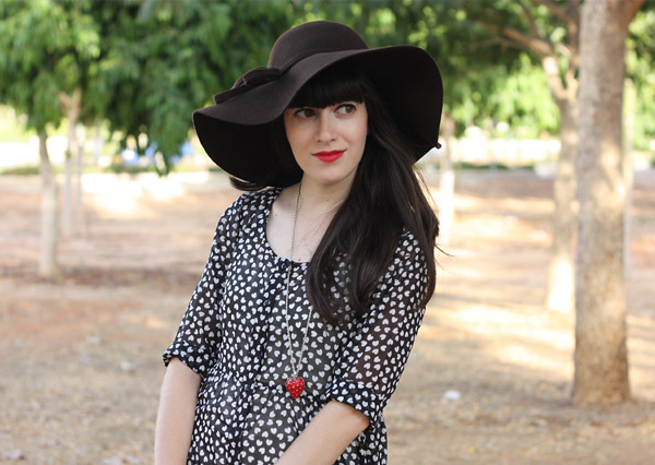 white_harts_floppy_hat3