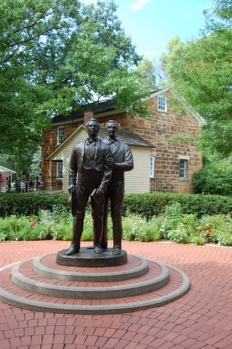 Statue of Joseph and Hyrum Smith