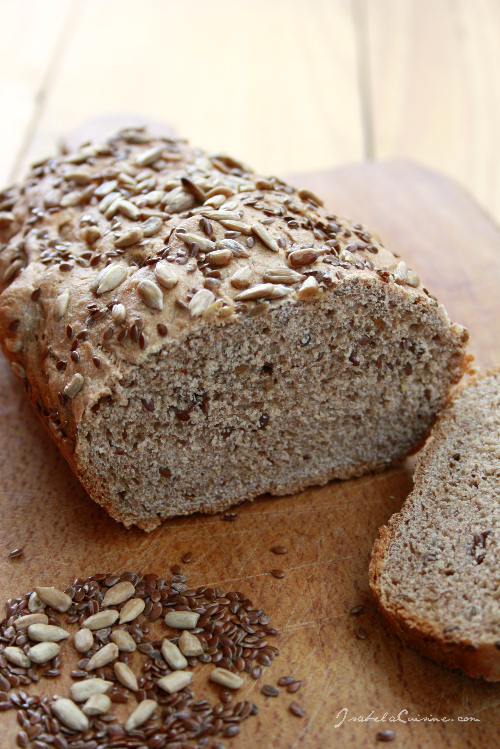Bread with flax and sunflower seeds