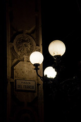 Piazza del Francia (Sandro Braz) Tags: light italy luz night geotagged nikon italia sigma bologna noite piazza geotag francia braz sandro candeeiro bolonha sigma18200 d5000 sandrobraz