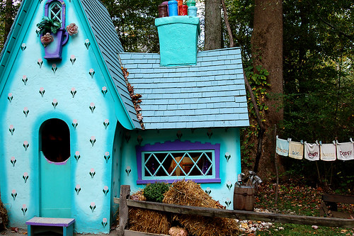 Hallowboo 2010:  Seven Dwarves House.