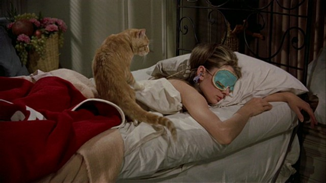 new-blake-edwards-breakfast-at-tiffanys-audrey-hepburn-dvd-review-pdvd_015