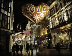 Love & Shopping (Sven Loach) Tags: christmas uk england london love night canon balloons reindeer shadows britain carnabystreet consumerism shoppers christmasshopping pretamanger g11 centrallondon