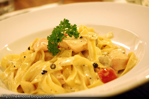 Jolly Frog - Creamy Salmon with Green Peppercorn Pasta