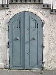 la porte sous la porte (MAP66) Tags: réunion bagnolet portes serrures vitruve maraîchers