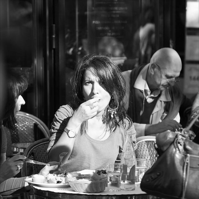Saisie! Et mon regard est dans l'objectif! Paris sur les Champs Elysées