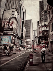 A vida en Times Square (Adri_Gz) Tags: life street new york city trip cidade people usa texture textura nova skyline america square de calle united olympus textures vida compostela times rua states nueva texturas rascacielos estados eeuu unidos fotografos e510 tonos viaxe raaceos skybuildings adrigz expomalte