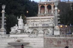 Roma 2010-01-15 063 (Yoshiniski) Tags: rome roma square san piazzadispagna trevi piazza shelley fontana foriimperiali presepe pietro colosseo keats altaredellapatria