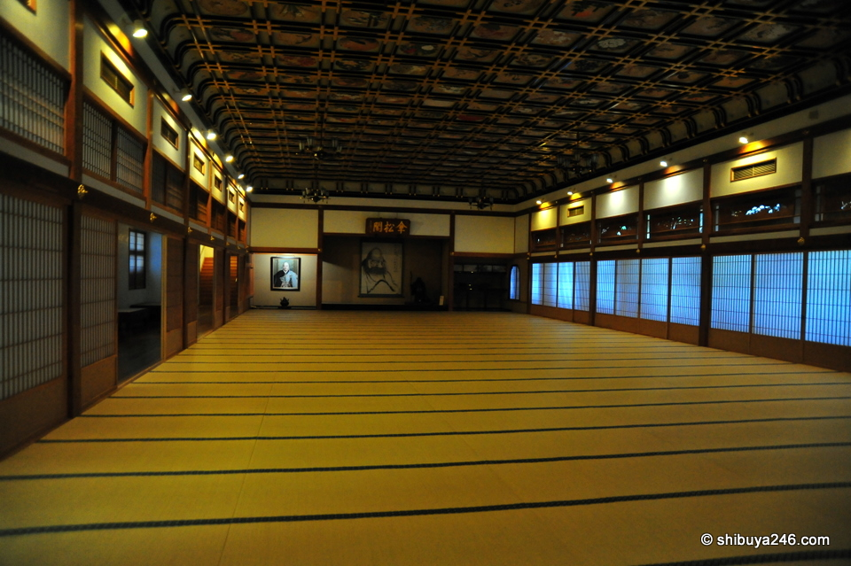 This room was huge. I think it was 400 tatatmi mats in size