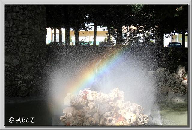 2 fuente con arco iris