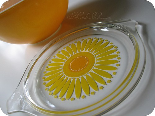 orange yellow daisy pyrex