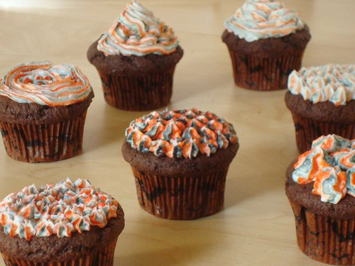 bag-striped effect on cupcakes