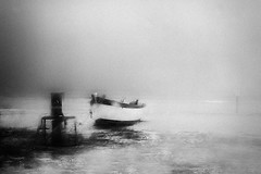 (Effe.Effe) Tags: sea bw beach window monochrome rain boat barca mare mood grain bn steamed pioggia spiaggia grana