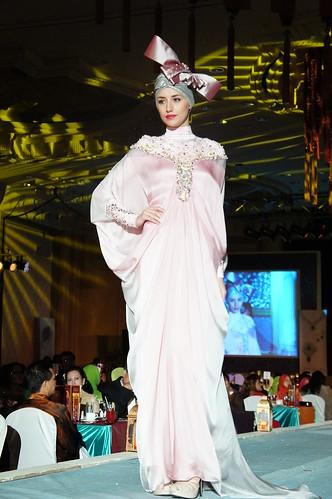 Islamic fashion festival 2010 - jovan mandagie 2-1