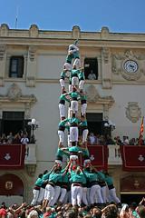 Els Castellers (2) Patrimoni de la Humanitat - Heritage of Humanity (McGuiver) Tags: canon traditions catalunya castellers tradicions vilafrancadelpeneds canoneos400d castellersvilafranca