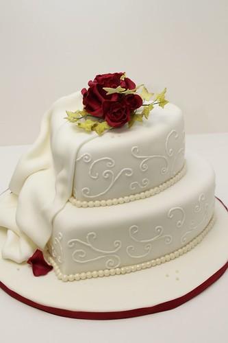 Klassische Hochzeitstorte Mit Roten Rosen A Photo On Flickriver