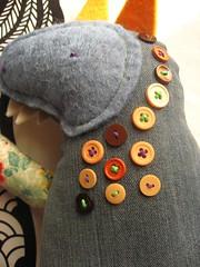 lupo ambrogio dettaglio (Bennedix.illustra) Tags: bear animals beth puppets pile claudio crafting franco orso lupo pezza stoffa pecora bottoni pupazzi ambrogio uniicorno bennedixillustra